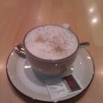 Cappuccino im Flughafen